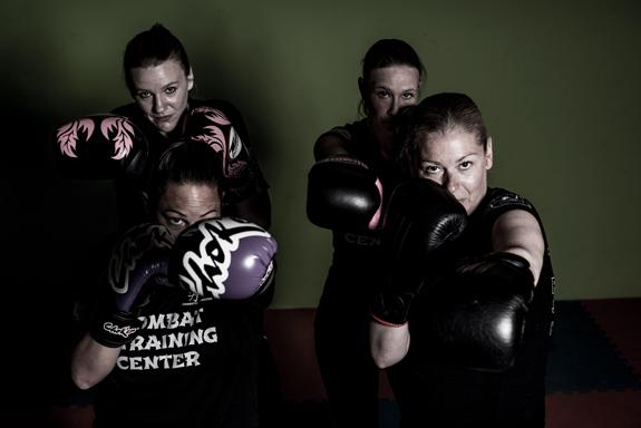 4 dames van C.T.C. Dames groep kickboksen